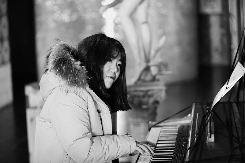 Piano Moments Piano Real People Women EyeEm Best Shots EyeemKorea Memory Blackandwhite Beauty Love