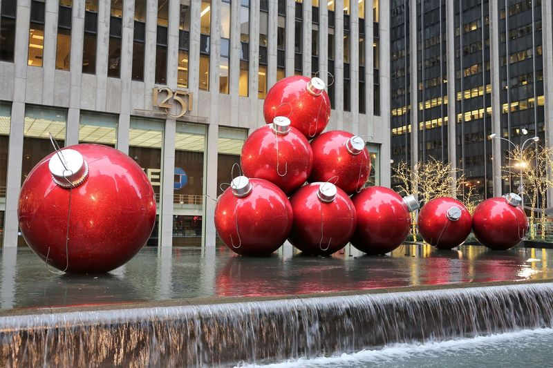 Giant Christmas Ball Ornaments in Manhattan, New York City, 2014 Christmas Ball Ornaments Christmas In New York City Christmas In New York Christmas In The City Giant Christmas Ball Ornaments Manhattan NYC Street Photography Weihnachten Im Ausland Weihnachten In New York City Architecture Building Exterior Built Structure Christmas Decorations Christmas Ornaments Close-up Day No People Outdoors Red Verreisen An Weihnachten