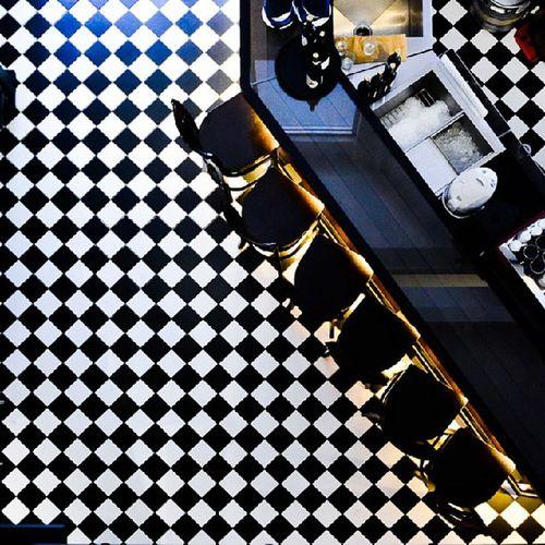 Love the floor tiles here.. ♥