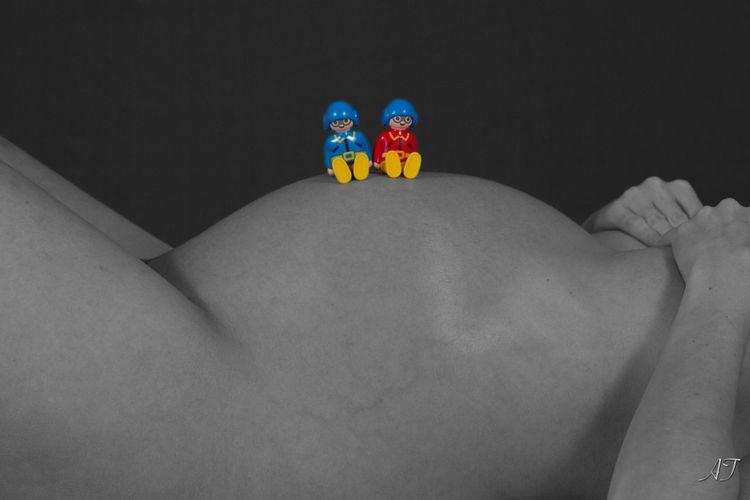 Enceinte Pregnant Jumeaux Twins Studio Shot Noir Et Blanc Black And White