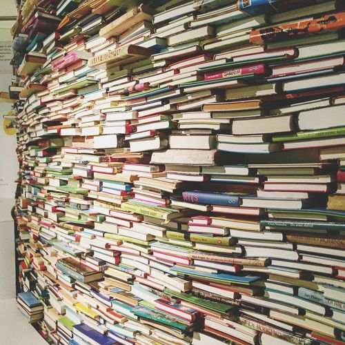 Large Group Of Objects Stack Abundance Book Full Frame Variation Backgrounds No People Shelf Choice Bookshelf Indoors  Multi Colored Library Close-up Wall Of Books