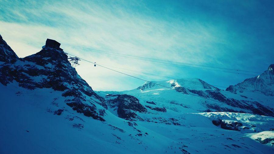 So high and amazing 🚠🏂✌❄🇨🇭Cloud - Sky Snow Saas Fee Glacier Naturelovers Mountainview Swissmountains  Swissalps Altitude Switzerlandpictures Nature Cablecar Telepherique Swissmade Exploring Nature