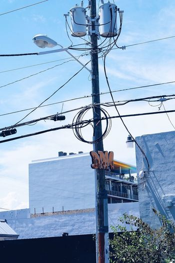 Don't Ask Me Street Light Low Angle View Architecture Building Exterior Power Line  City Pole Outdoors Tall - High Streetphotography Street Art Wynwood Street Art/Graffiti Miami