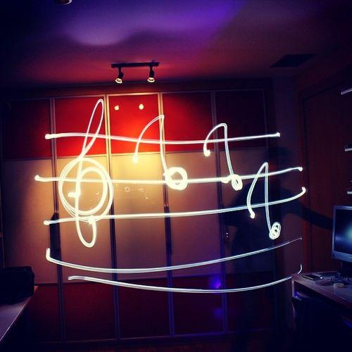 Componiendo... Pentagrama Music Musica Notas llum lineas lines trazos luz light lightpainting canon reflex instabeauty instagreat insta_ñ instaphoto instalightpainting instamoment instacool instaflow instagood white