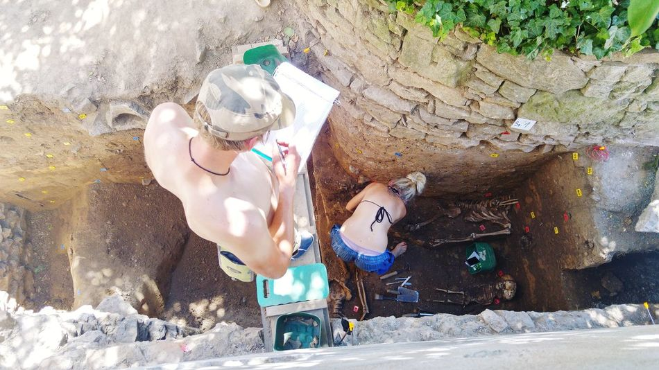 Grave diggers! Bones Skeleton Graves Bonechurch Kutna Hora Bone Church Kutná Hora Kuttenberg Czech Republic🇨🇿 Vacations Life Death Digging For Bones