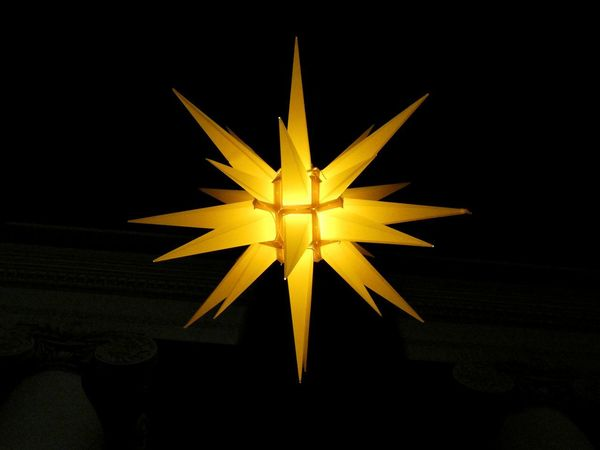 Adiós 2017 Scenics Romantic Lamp Lampe Night Night Lights Nightphotography Nachtaufnahme Nacht Beleuchtung Stern Star Star Shape Yellow No People Christmas Illuminated Black Background Christmas Decoration Close-up