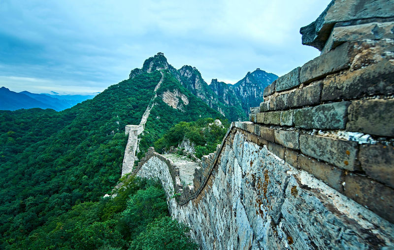Great wall of china against cloudy sky