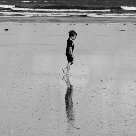 Little Boy Plouharnel Quiberon Plage Beach Sea Sun Wave Likesforlikes Noiretblanc, Blackandwhite People Walking One Person Water Vacances Summer Canon1300d Portivy France Sky Tourism