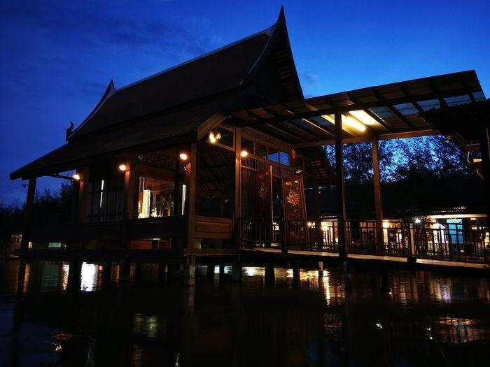 Thai House. Night Thailand🇹🇭 Thailand Photos Thailandtravel Manual Mode Photography Huawei P10 Leicacamera Leica Lens Leica Huaweip10 Travel Photography Beautiful Shot Huawei Leica Leicasummarit Thai Traditional Traditional