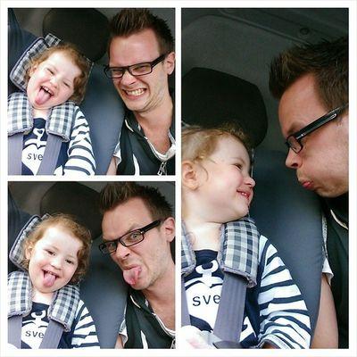 Selfies i väntan på pappa. Bustrollet ❤