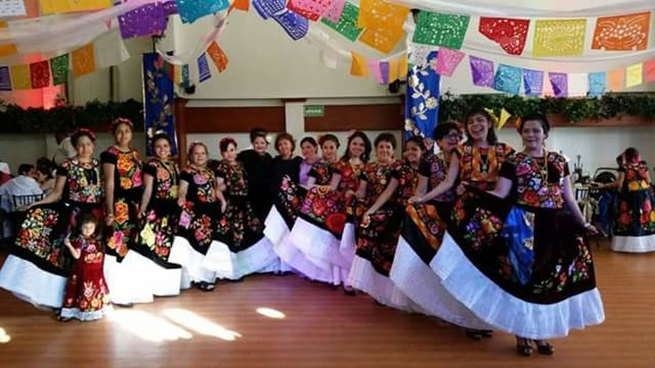 las mujeres de la familia Mexico City We Are Family Mujeres Hermosas Tradiciones Mexicanas