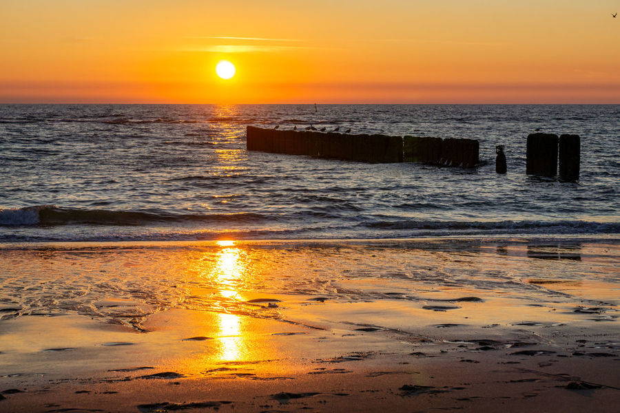 Sonnenuntergang am Roten Kliff - Sylt Deutschland Sonnenuntergang Sylt Strand Sylt, Germany Beauty In Nature Horizon Over Water Nature No People Ocean Orange Color Outdoors Reflection Scenics - Nature Sea Sky Sunset Water
