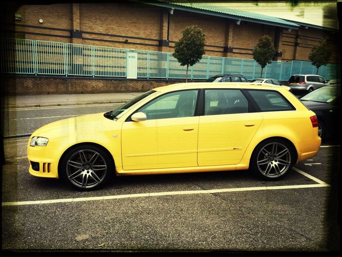 Bet no one has ever seen a yellow RS4 On The Road