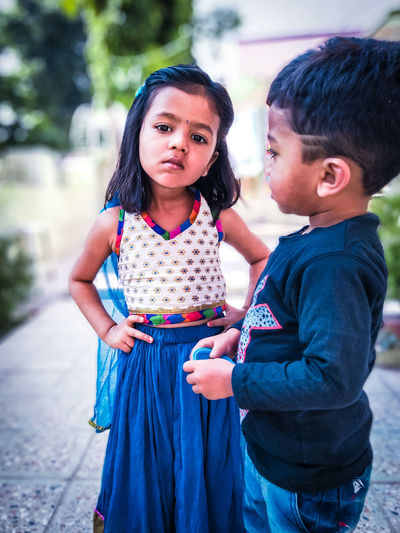 City Friendship Child Females Young Women Togetherness Women Beauty Childhood Smiling Reunion - Social Gathering Family Reunion Sibling Sister Family With Three Children Brother Family Bonds Family With Two Children The Art Of Street Photography