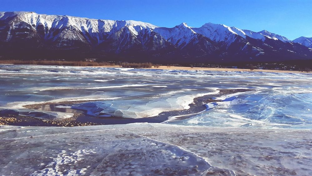 Nature Water Landscape Scenics Outdoors Beauty In Nature Mountain Frozen Lake Frozen Lake And Mountains Frozen Bubbles Winter Wonderland Winterscapes