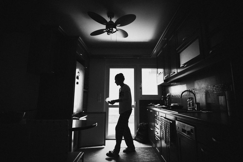 Blackandwhite Casual Clothing Contrust Cooking Day Greece Kitchen Leisure Activity Lifestyles Sony A6000 Tokina 11-16 Mm F/2,8 Ultra Wide Angle
