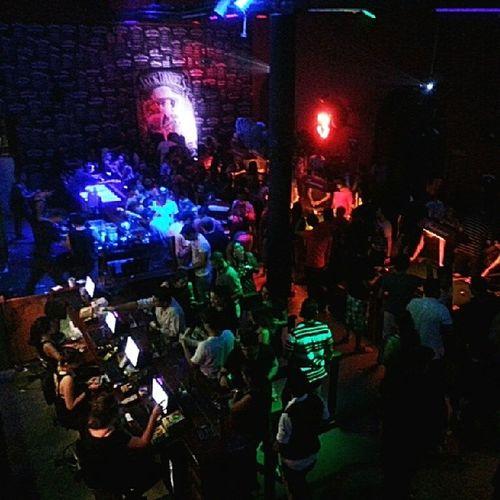 No @orbitabar ontem a noite foi assim... casa cheia bem cheia, gente bonita e muito whisky pra comemorar o Mrjacksbirthday ...