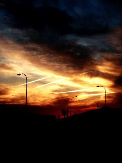 Cielo Airport Runway Ovni ? Sunset Silhouette Oil Pump Dramatic Sky Street Light Sky Cloud - Sky