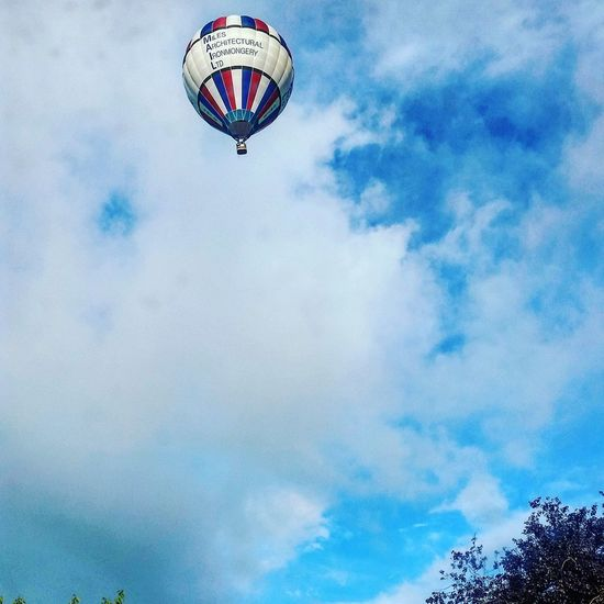 Cloud - Sky Blue Sky Low Angle View Mid-air Nature Adventure Motion Sport Outdoors Hot Air Balloon Day Flying Investing In Quality Of Life Hot Air Balloons Hot Air Balloon Festival Balloons Bristol Balloonfiesta  Ballons In The Sky Your Ticket To Europe The Week On EyeEm
