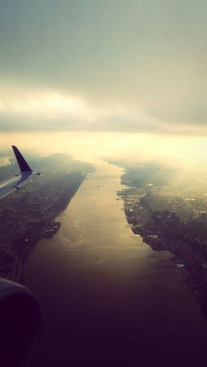 A new meaning to skyline. New York Skyline Hudson River Manhattan Plane Frame It! S Qi Envision The Future Travel Novice Photography