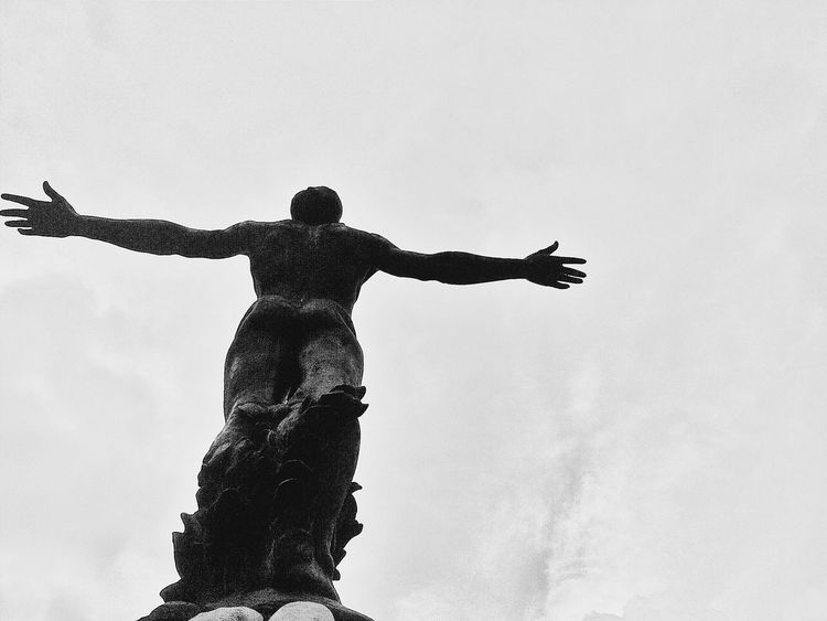 Come at me bruh Black And White Mobilephotography Shades Of Grey Eyeem Black And White EyeEm Best Shots - Black + White Eyeem Philippines Eyeem Monochrome UP Diliman UP Oblation University Of The Philippines Learn & Shoot: Simplicity My Best Photo 2015