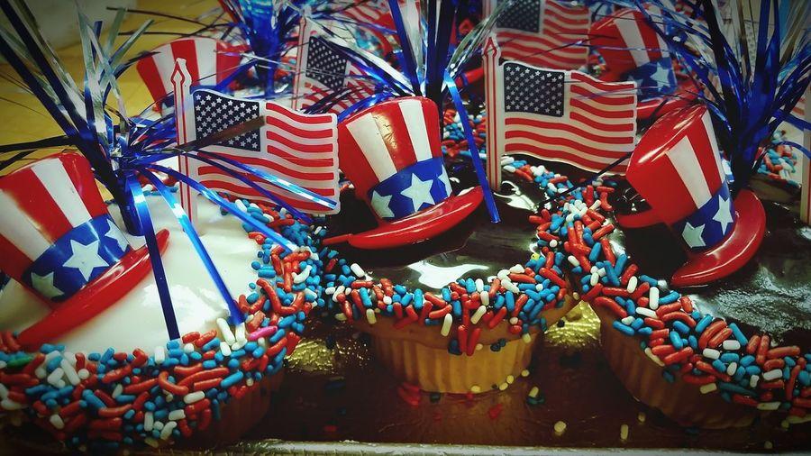 Happy birthday. ....... Merica!! Cupcakes