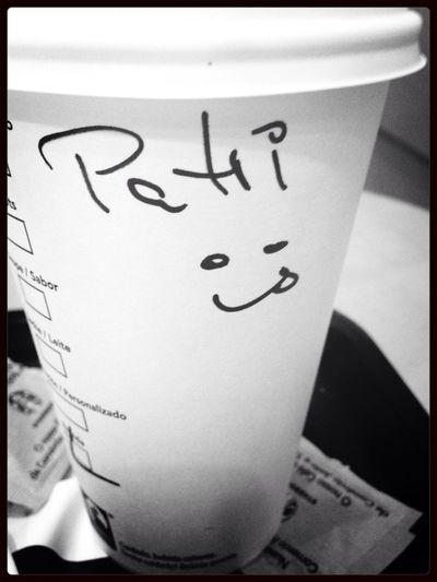 Pequeños detalles que te animan antes de currar. Starbucks Cafe Latte Domingos