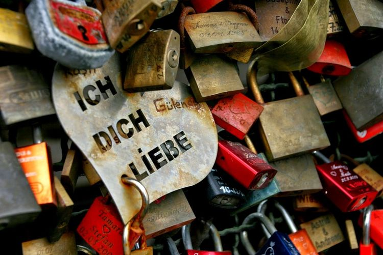 Valentine's Day  Liebesschlösser Lovelocks Liebesschloss Valentinstag Valentine Love Schloss Schlösser Lovelock Köln Glück Luck Happiness Togetherness Liebe Text No People Padlock Day Outdoors Close-up
