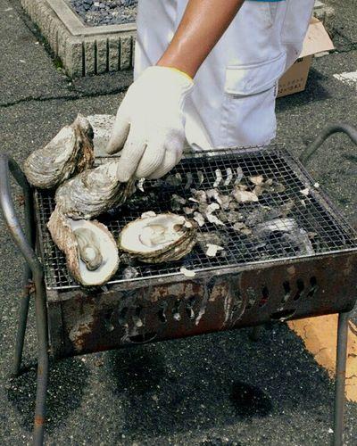 牡蠣を焼く 牡蠣 網焼き 美味しい 新鮮 米子 Oyster  Grilled Fresh Happy Hot