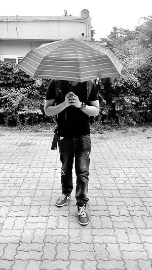One Person Adults Only Day Only Men One Man Only Standing Adult Motion Young Adult Full Length Outdoors Real People People Eyeem Market EyeemKorea EyeemShot Eyeemphotography EyeEm EyeEmNewHere Umbrella