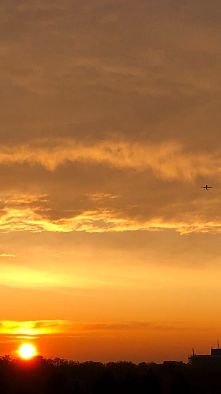 sunset, sky, orange color, beauty in nature, cloud - sky, scenics - nature, silhouette, nature, idyllic, no people, sun, dramatic sky, tranquility, flying, tranquil scene, sunlight, air vehicle, airplane, bird, outdoors, romantic sky