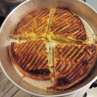InstaDegustation Galette Eating Only PasLaDerniere J'avais grandement faim, donc je me suis fais une galette seul, même apres l'epiphanie..