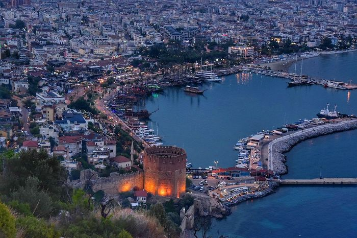 Alanya Meer Wetter Wasserfall City Cityscape Water Aerial View Illuminated High Angle View Architecture Building Exterior Office Building Skyscraper Building Residential Structure China Central Television Downtown Residential Building Residential District Human Settlement Historic Settlement Tall - High