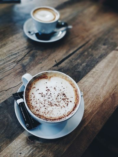 Coffee - Drink Coffee Cup Drink Frothy Drink Cappuccino Latte Table Food And Drink Cup Refreshment Espresso Saucer Cafe Froth Art High Angle View Wood - Material Coffee Break Indoors  No People Heat - Temperature Indoors  Food Food And Drink The Portraitist - 2017 EyeEm Awards Barcelona