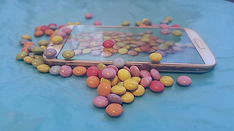 My sweet phone 📱🍬🍭🍬😜 Candy Covered Phone My Sweet Phone Collaboration Between S4 And S6 Galaxy Samsung Samsung Galaxy S6 Samsung Galaxy S4 Samsung Galaxy S4 EyeEmNewHere Insane Colors Undercover Phone Chocolade Taking Pictures Of A Phone Taking Pictures M&m's Color Spectrum Arts Culture And Entertainment Social Issues Pastel Colored Pale Pink Candy