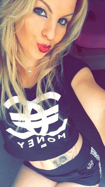 Girl Tatoo Unkut Money Kiss Blonde