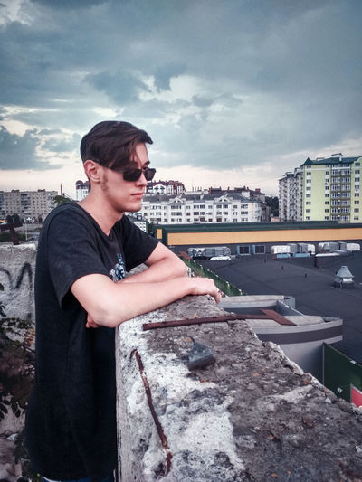 Roof Young Men Boy Thinking Thinking About Life Thinking About You Roof Rooftop Rooftop View  Rooftops On The Roof Sky Getting Inspired Getting Creative Clouds Cloud - Sky Clouds And Sky Cloud Cloudy City Cityscape cityscapes Building Exterior Building Buildings Working Men Portrait Water Sky Cloud - Sky