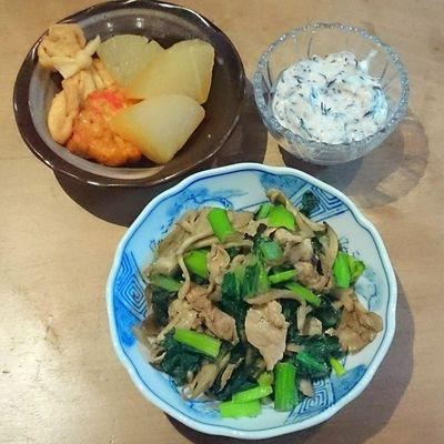 今日の我が家の晩御飯シリーズ 豚肉と小松菜とマイタケの炒め物 おでん風大根と生姜天と餅巾着 ひじきの白和え