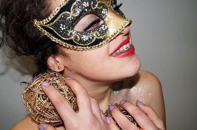 Modelo: @mariajesmile Fotografía:@litllemer Photograph Phography Nikontop Nikonphotography Nikon Art Artisticphoto Carnaval Carnival Shooting Masquerade Portrait Antifaz Beauty Litllemer Like Like4like Likeforlike Buenasnoches Bn