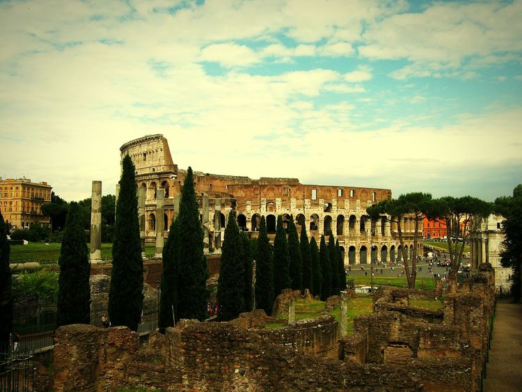 The Colosseum in Rome Roma Rom Italy Italia Italian Colosseo Colosseum Kolosseum Old Old Buildings Capital Cities  Capital Eyeem Urban Photo Urban Photography Eyeem Urban Photography Travel Photography Traveling The Tourist EyeEm Urban Urban Ruine Ruined Building Alt