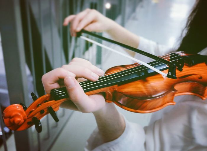 Music Musical Instrument Plucking An Instrument Guitar Playing People One Person Young Adult Adult Guitarist Skill  Adults Only Midsection Arts Culture And Entertainment Musician Human Hand One Woman Only One Young Woman Only Day Only Women Violin Violinist Analogue Sound