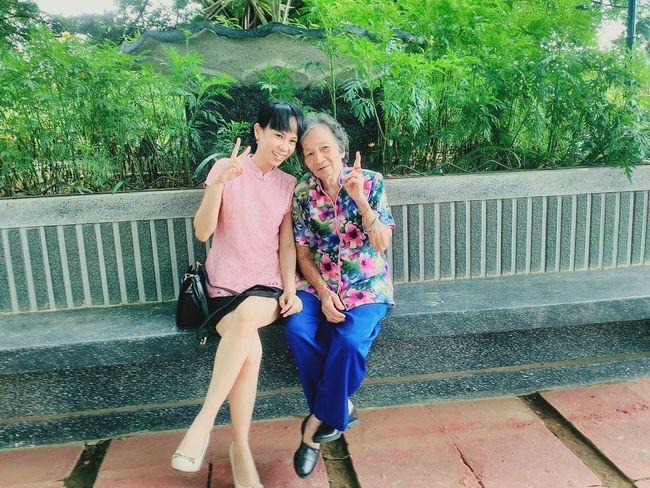 Showcase: February Smile❤ Peace ✌ Grandmother Granddaughter Citypark Bonding
