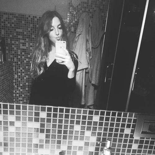 That's Me Goodnight Buonasera Bonsoir Blackandwhite Mirrorselfie Mirrorpic
