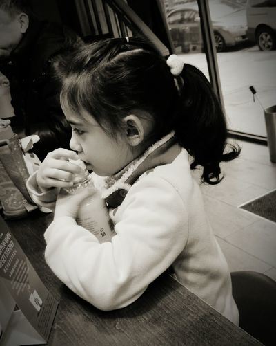The girl don't like her breakfast. She is so confuse about her orange juice. Sorrow