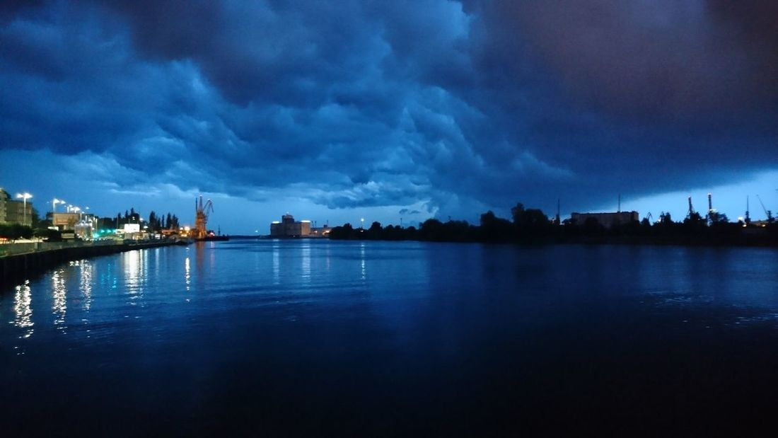 Cloud - Sky Along The River NatureAtmospheric River Thankful Beauty In Nature No Edit/no Filter Life Water Night Landscape Thunderstorm Thunderclouds Thundercloud Clouds