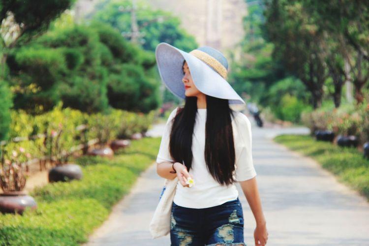 Beautiful Girl Young Women Women Beauty Back Rural Scene Beautiful Woman Sun Hat Headwear City Tree Asian Style Conical Hat Straw Hat