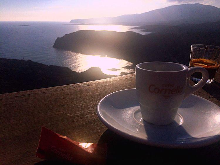 Bonjour.. Possiblement... L' últim coffee de l' any.. Qui lo sa✨ D'aquest 2015 coses bones i no tant bones ... però em quedo amb la ilusio que he ficat a la meva caixeta de color púrpura.. i que en qualsevol moment treuré... happynewyear Happynewyear Xmaslover Hablamesinpalabras C'est La Vie Mirameydispara Xocolove Breakfast ♥ Coffe❤️ Coffemy El Arte De Vivir Soul Searching Vivirlavida CoffeTime Coffee