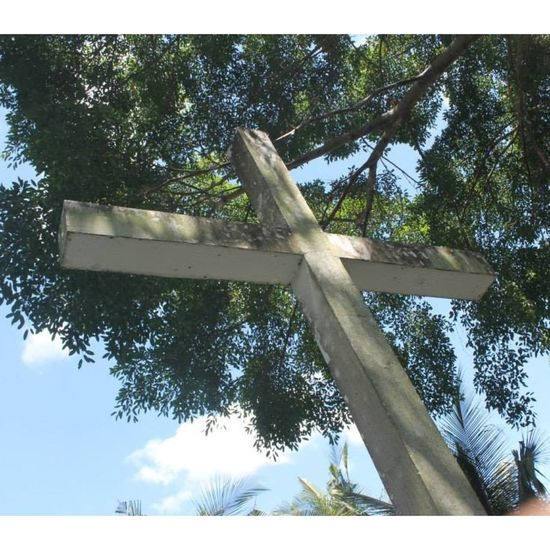 the sign behind the holyness Holyweek2015 Summer2015 ⛪🙏☝👏