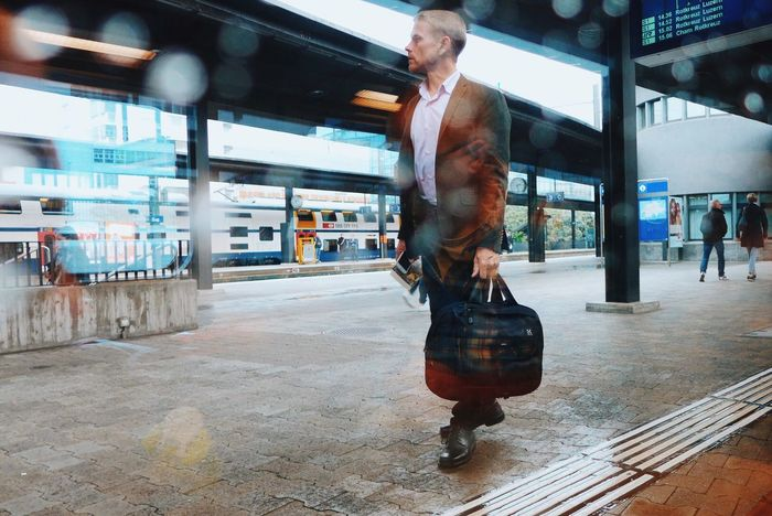 Traveling Home For The Holidays One Person City Mature Adult Real People City Life Store One Man Only Full Length Only Men Adults Only Men Indoors  Adult Supermarket Day Mytrainmoments Mydtrainmoments מיישוויץ Adapted To The City The Street Photographer - 2017 EyeEm Awards