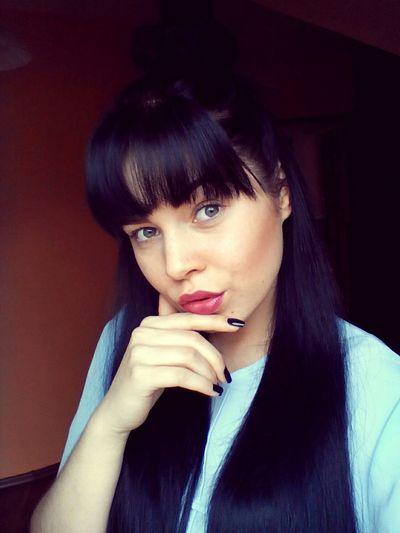Olitangerine Poland Fashionblogger Selfie Polishgirl Bangs Brunette